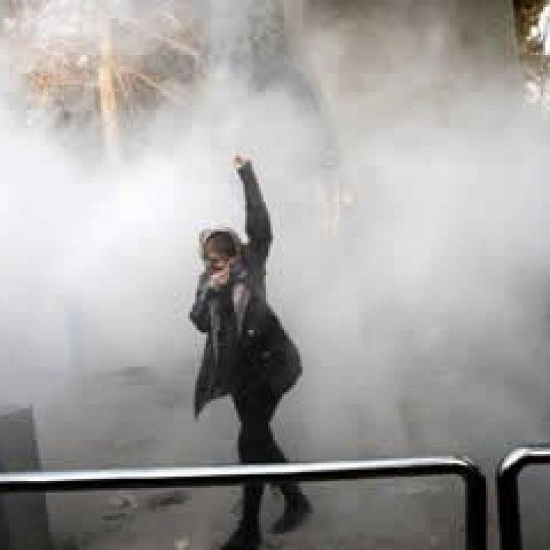 Chega a 13 número de mortos em protestos no Irã