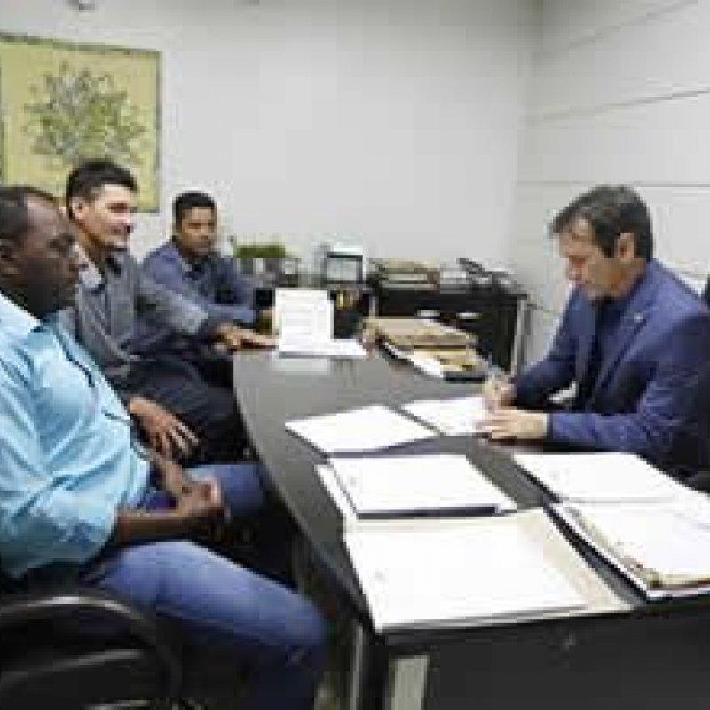 Deputado Marcelino Tenório recebe reivindicações de vereadores da cidade de Nova União