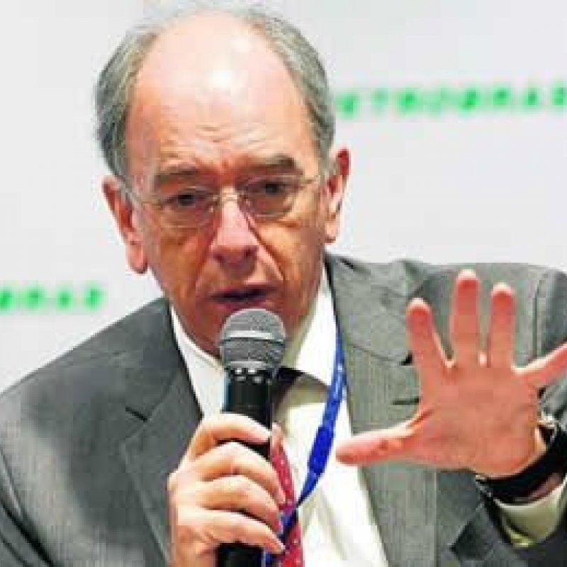 Presidente da Petrobras pede demissão do cargo