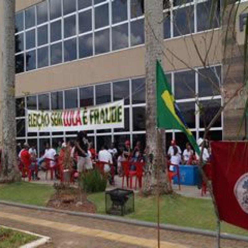 Protesto por democracia e direitos no Fórum de Ouro Preto do Oeste