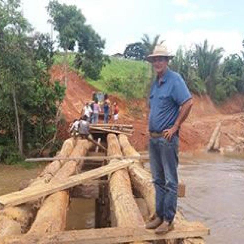Ouro Preto: vereador Edis Farias acompanha reconstrução de ponte na linha 205