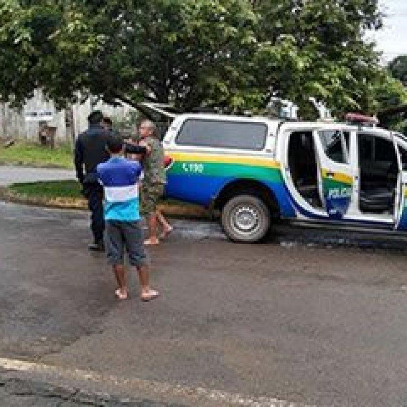 Com tijolos, homem quebra janelas da casa do prefeito em Vale do Paraíso e acaba preso