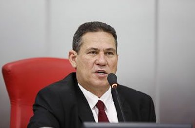 Presidente da Assembleia garante que nenhum deputado recebeu os salários extras