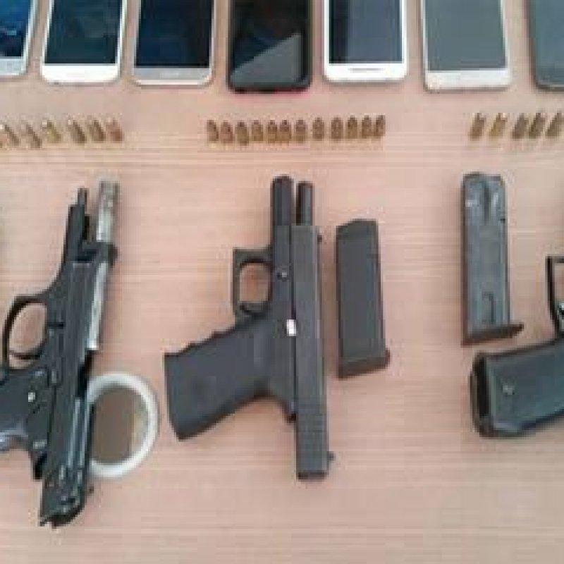 Polícia Militar apreende armas e veículo roubado