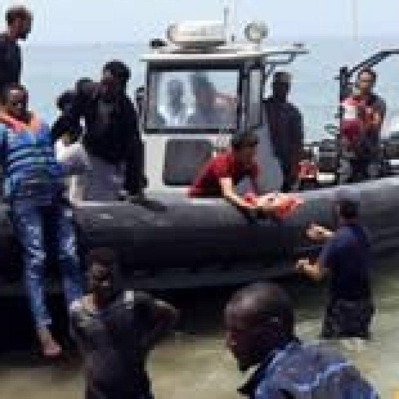 Naufrágio deixa três bebês mortos e mais de 100 desaparecidos na Líbia