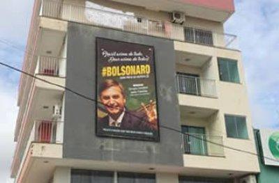 Ouro Preto: Prefeitura determina a retirada de banner de Bolsonaro por infringir legislação