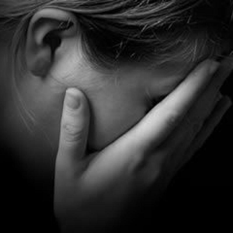 Jovem é estuprada por desconhecido após aceitar carona em saída de festa