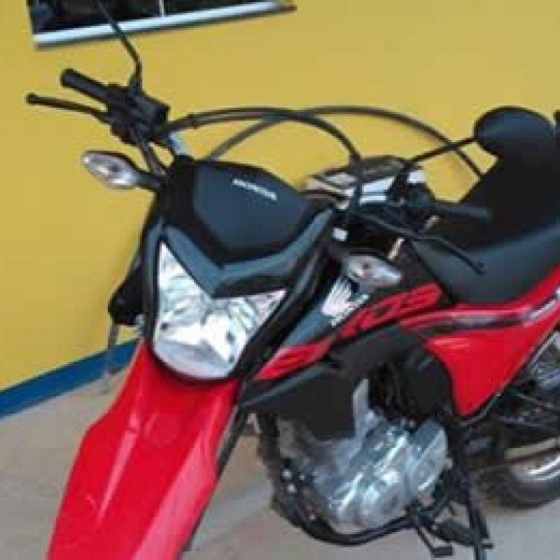 Após acompanhamento tático, PRF recupera moto roubada