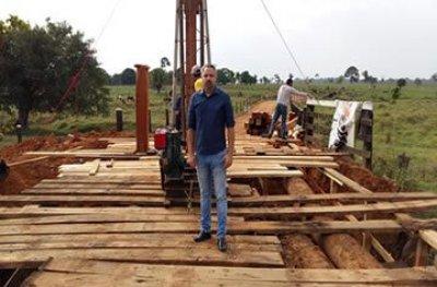Prefeito Panisoly vistoria obras de pontes na zona rural de Ouro Preto do Oeste