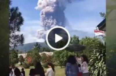 Após terremoto, vulcão lança cinzas a 4 km de altura na Indonésia