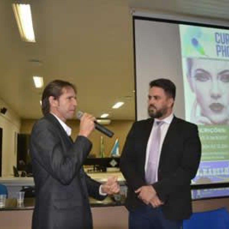 Presidente da Câmara J.Rabelo e deputado Léo Moraes participam da entrega dos certificados em Ouro Preto