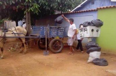População de Mirante da Serra se reúne para fazer a coleta de lixo domestico