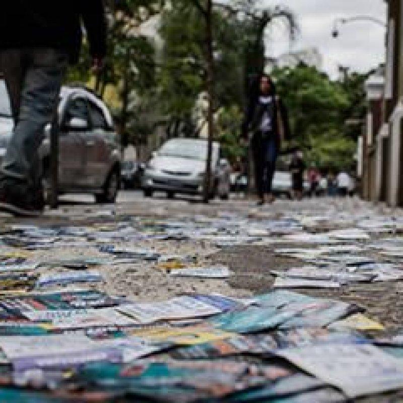 """Candidatos, partidos e coligações são proibidos de jogar """"santinhos"""" nas ruas de Rondônia"""