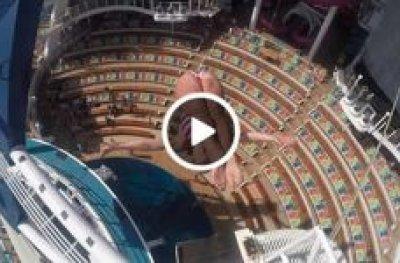 Vídeo mostra acrobata americana saltando de 3 andar