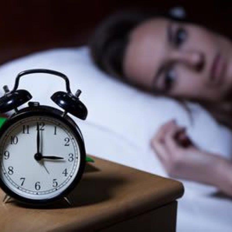Dificuldade para dormir? Melhore a qualidade do sono com estes 8 alimentos