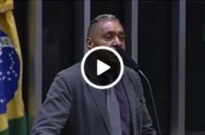 Tiririca renuncia ao mandato em primeira e última fala na tribuna da Câmara