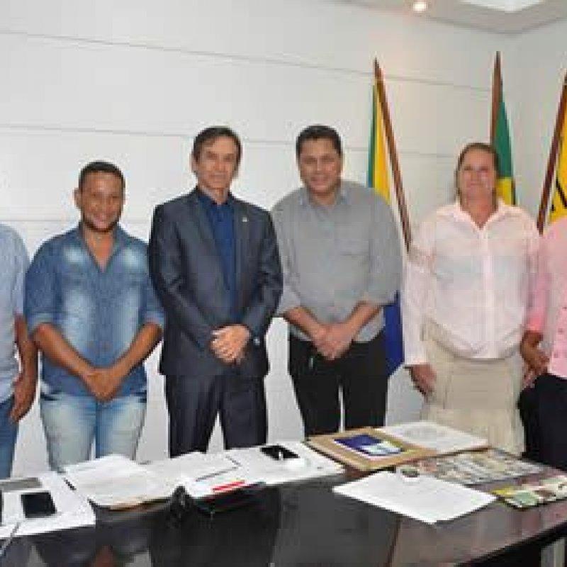 Deputado Marcelino Tenório recebe comitiva de prefeito e vereadores de Theobroma