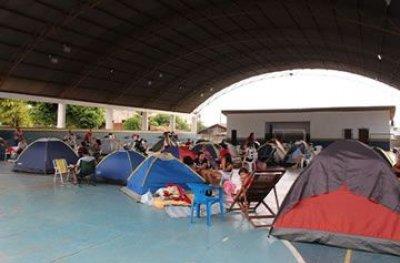 Pais acampam em busca de vaga no Colégio Militar em Ji-Paraná