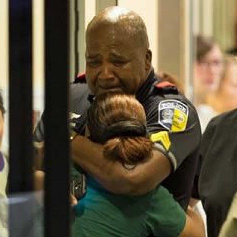 Protesto contra violência policial nos EUA deixa 5 agentes mortos e 9 feridos