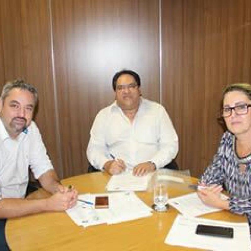 Governo assina convênio de transporte escolar para Ouro Preto