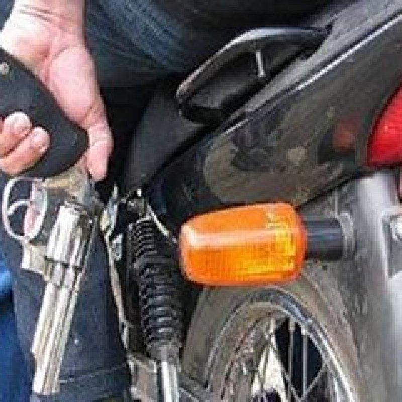 Dupla rouba moto de casal, próximo ao Clube Tocari, em Ouro Preto do Oeste