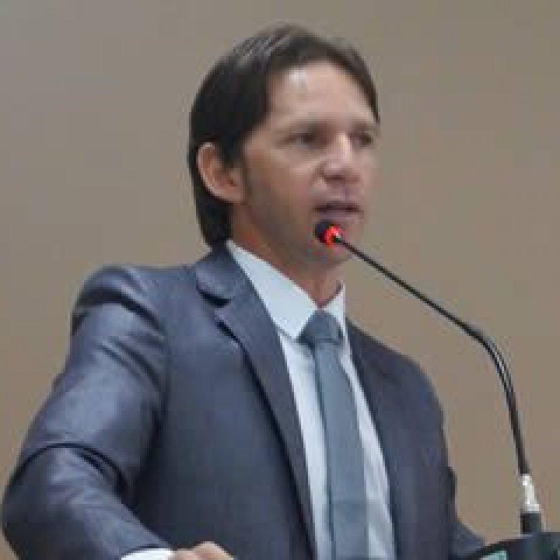 J. Rabelo cobra providências quanto à situação precária dos banheiros do terminal rodoviário