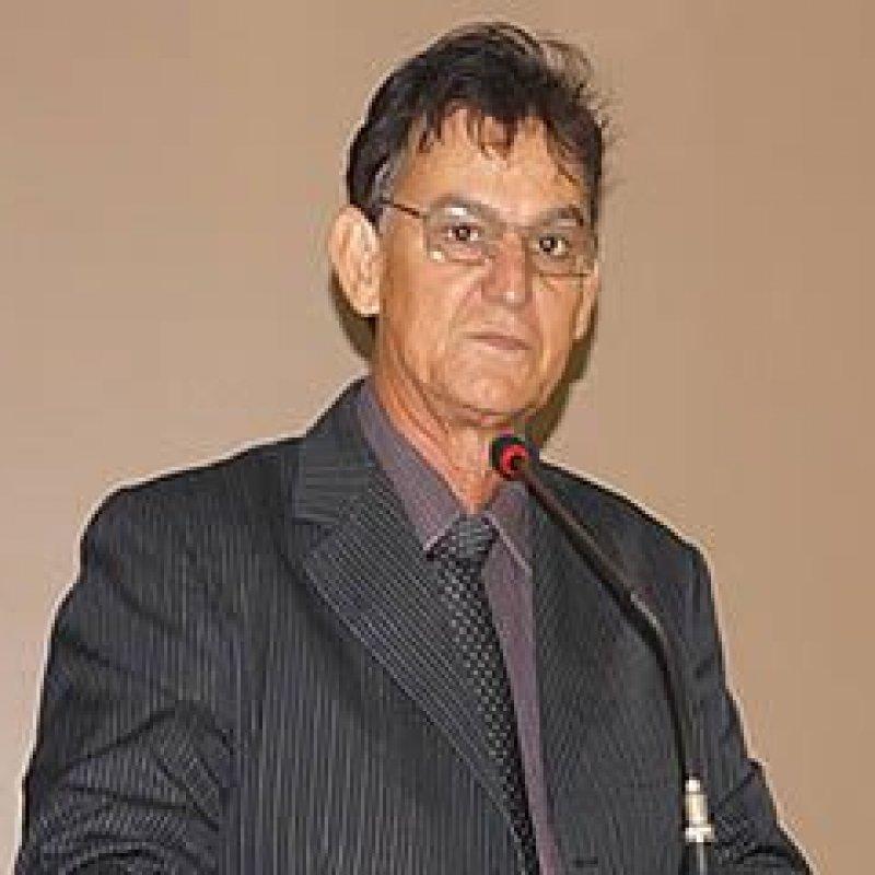 Vereador Edis Farias reitera cobrança da reforma do muro do cemitério de Rondominas