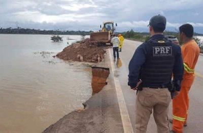 Rio Madeira avança e provoca cratera na BR-364, Acre pode ficar isolado