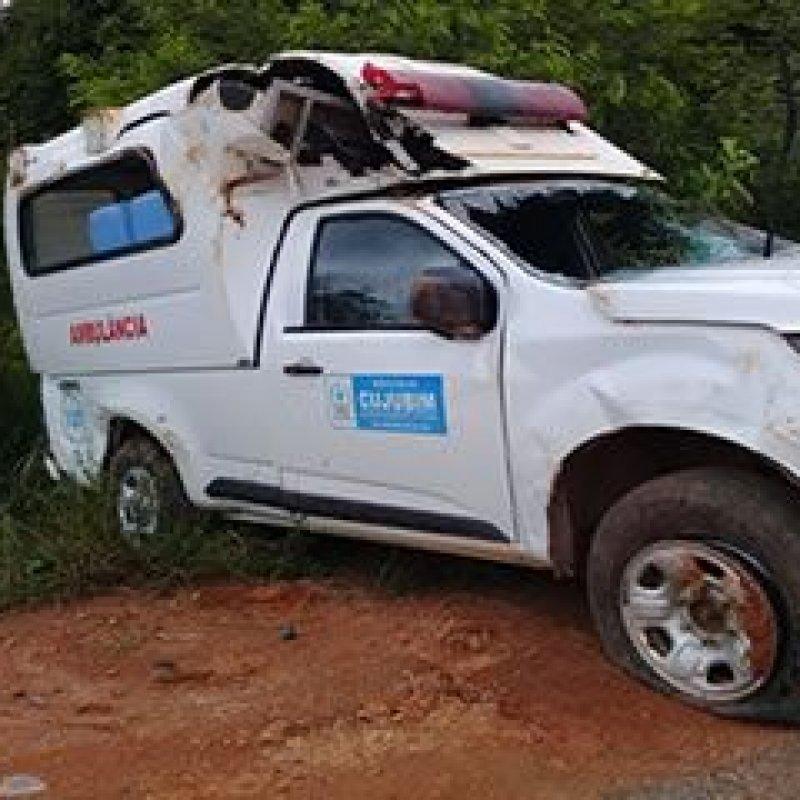 Cujubim: ambulância com paciente capota na RO-205