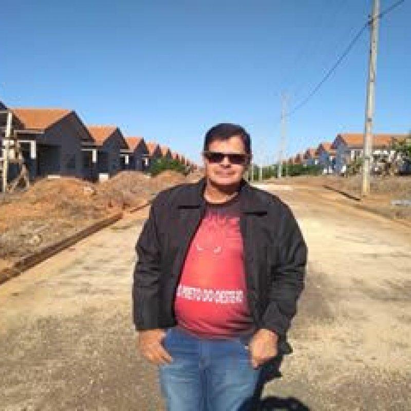 Delísio detecta irregularidades e cobra providências em obras de conjunto habitacional