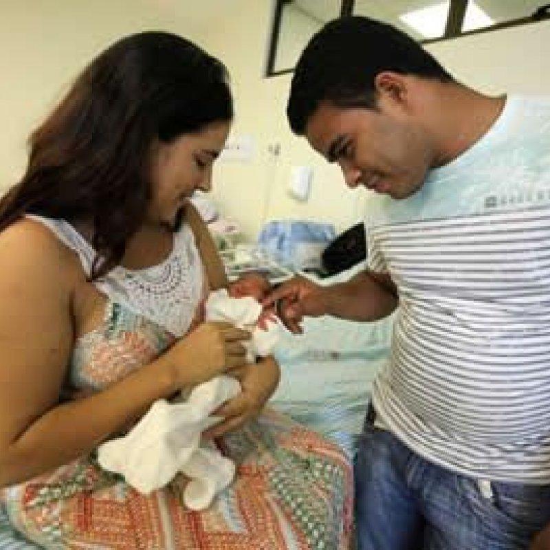 Primeira PEC de 2018 amplia duração das licenças maternidade e paternidade