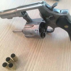 Ouro Preto: Polícia Civil apreende revólver escondido dentro de sofá