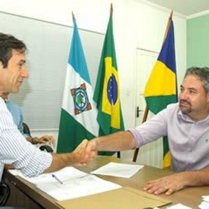Panisoly e Marcelino anunciam convênios para construção de pontes e a compra de caminhão