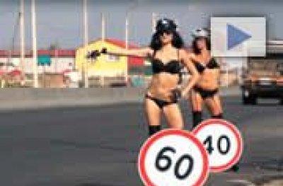 Na Rússia a campanha pela conscientização no trânsito é com mulheres seminuas