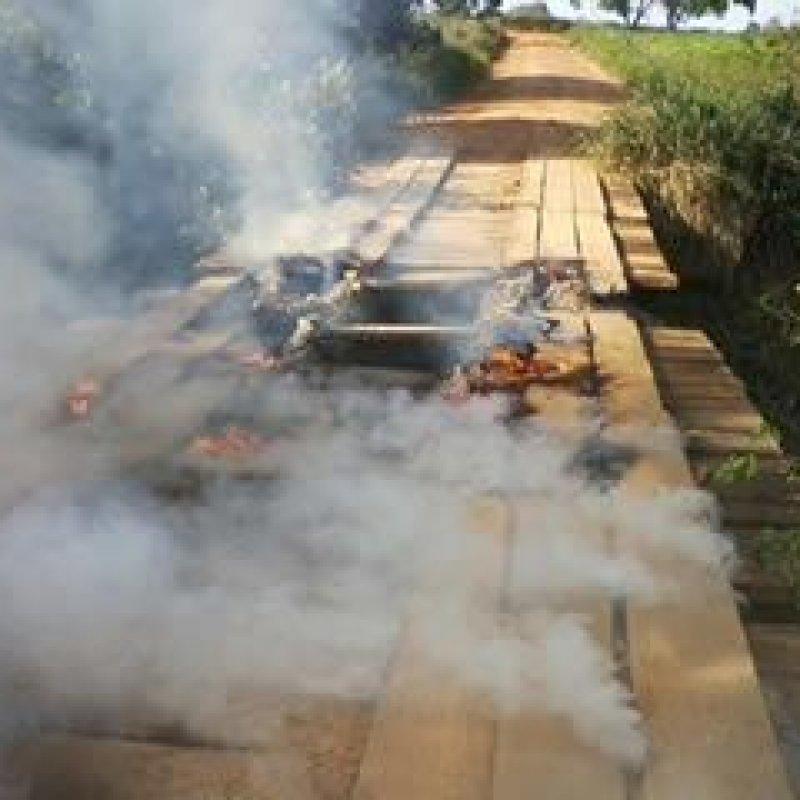 Ponte é incendiada na zona rural de Ouro Preto do Oeste