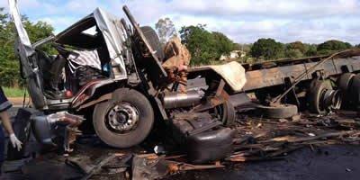 Grave acidente entre cinco veículos deixa ao menos treze mortos na BR-251