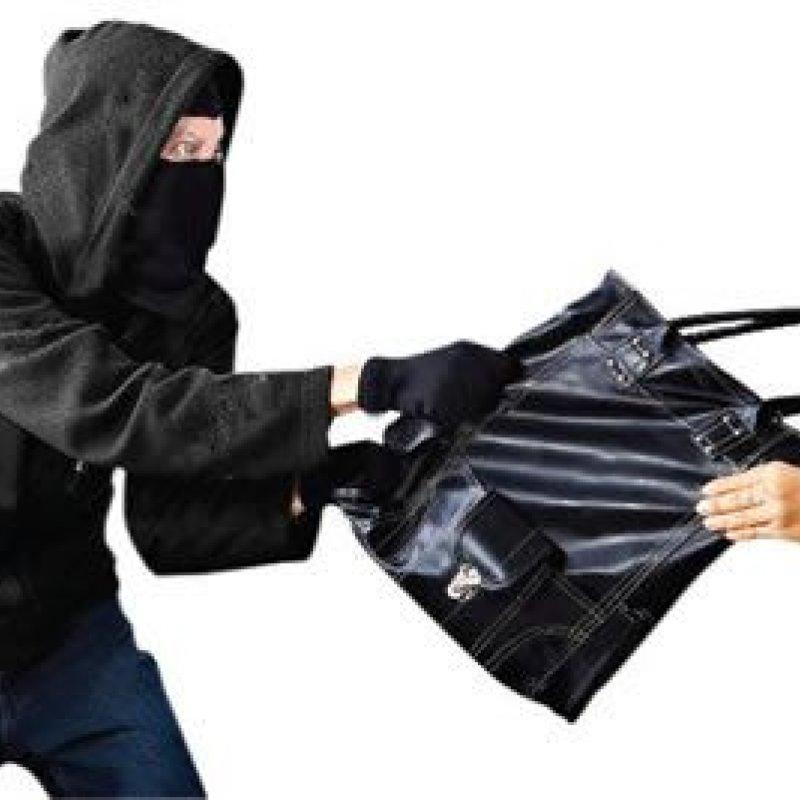 Ouro Preto: homem rouba bolsa, joias e celular de jovem, na madrugada deste sábado