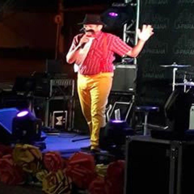 Humorista ouropretense destaca-se durante evento cultural em Ji-Paraná