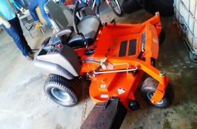 Prefeitura de Ouro Preto adquire trator cortador de grama com recursos próprios