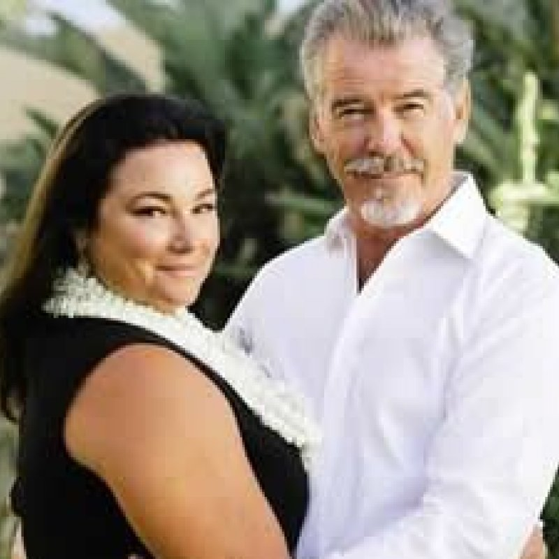 Juntos há 25 anos, Pierce Brosnan e Keely Shaye provam amor em fotos