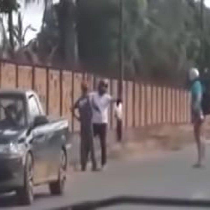 Jovem ameaça mulher com canivete e acaba baleado por desconhecido; veja vídeo