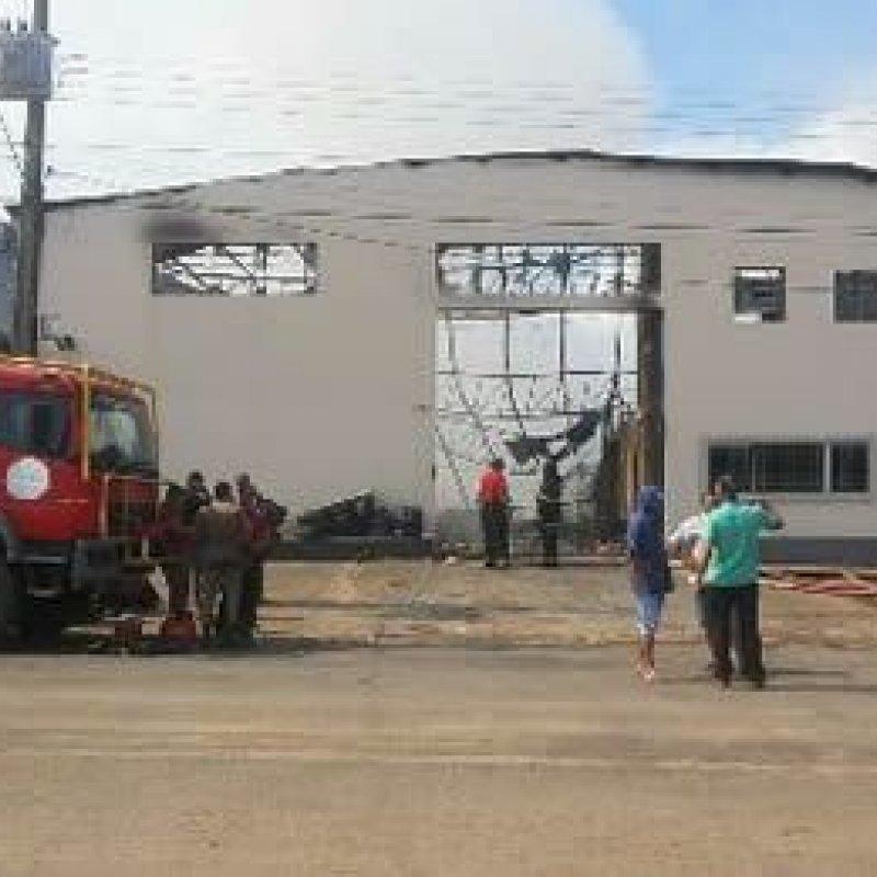 Incêndio destrói distribuidora em Ji-Paraná