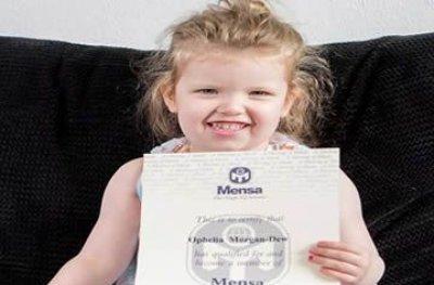 Menina inglesa de 3 anos tem QI mais alto do que o de Einstein e Stephen Hawking