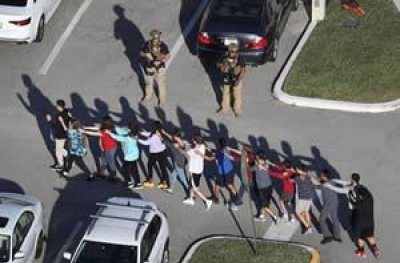 Tiroteio em escola deixa 17 mortos e diversos feridos na Flórida