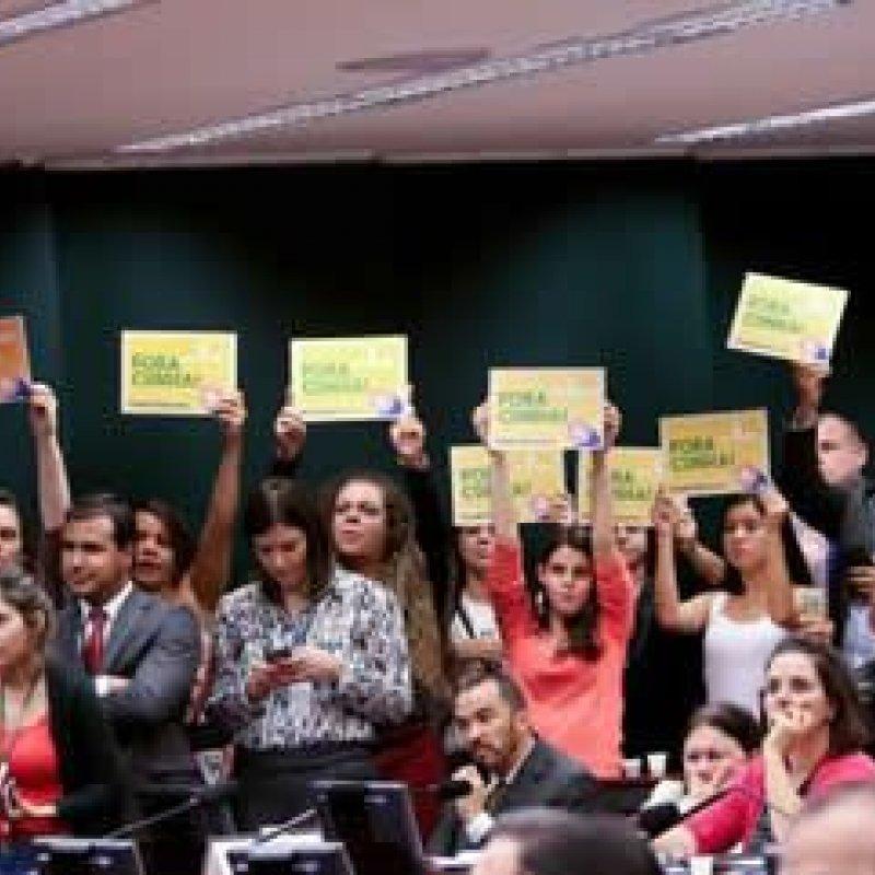 Conselho de Ética aprova por 11 votos a 9 parecer pela cassação de Eduardo Cunha