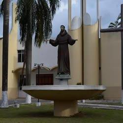 Rondônia: homem pede a padre para se confessar e rouba R$ 500 de igreja