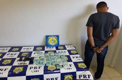 PRF captura foragido com sete mandados de prisão, portando R$ 25 mil e pistola 9 mm