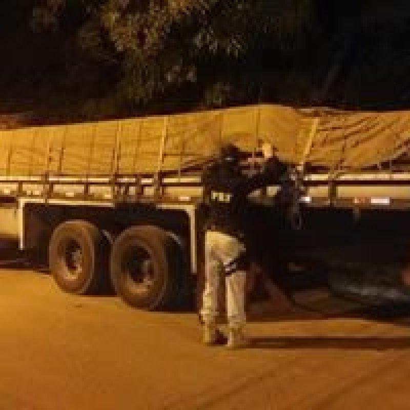 Em Ariquemes, PRF flagra transporte irregular de 7 m³ de madeira