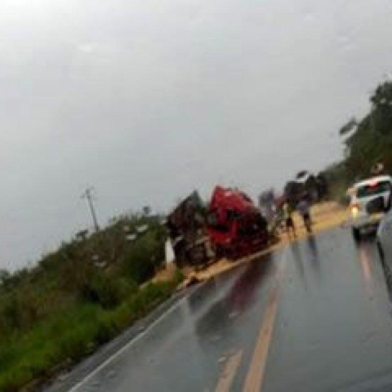 Fatal: colisão entre carretas resulta em mais uma morte na BR-364