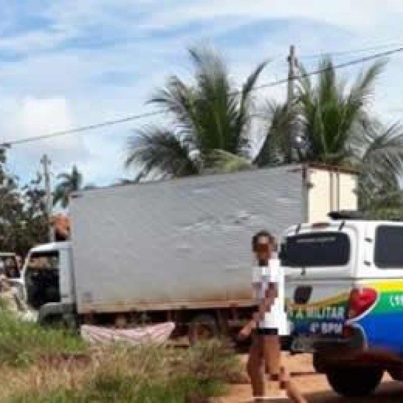 Duas crianças morrem atropeladas por caminhão em Cacoal, irmãos voltavam para casa